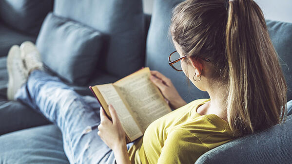 Young_Woman_Reading